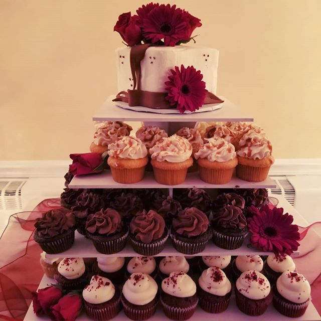 Wedding cupcake tower with square butter