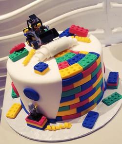 Definitely had fun with this #lego cake.
