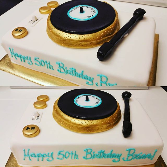 Record player cake for a vinyl music lover