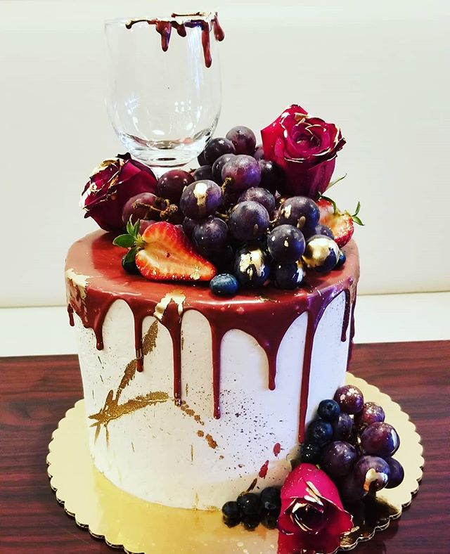 Birthday cake for a wine lover with fres