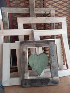 cornice legno cuore