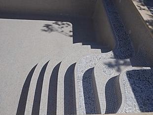 Les escaliers de Prestige Piscine