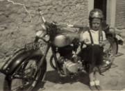 Léon Scholtissen, l'homme à la moto