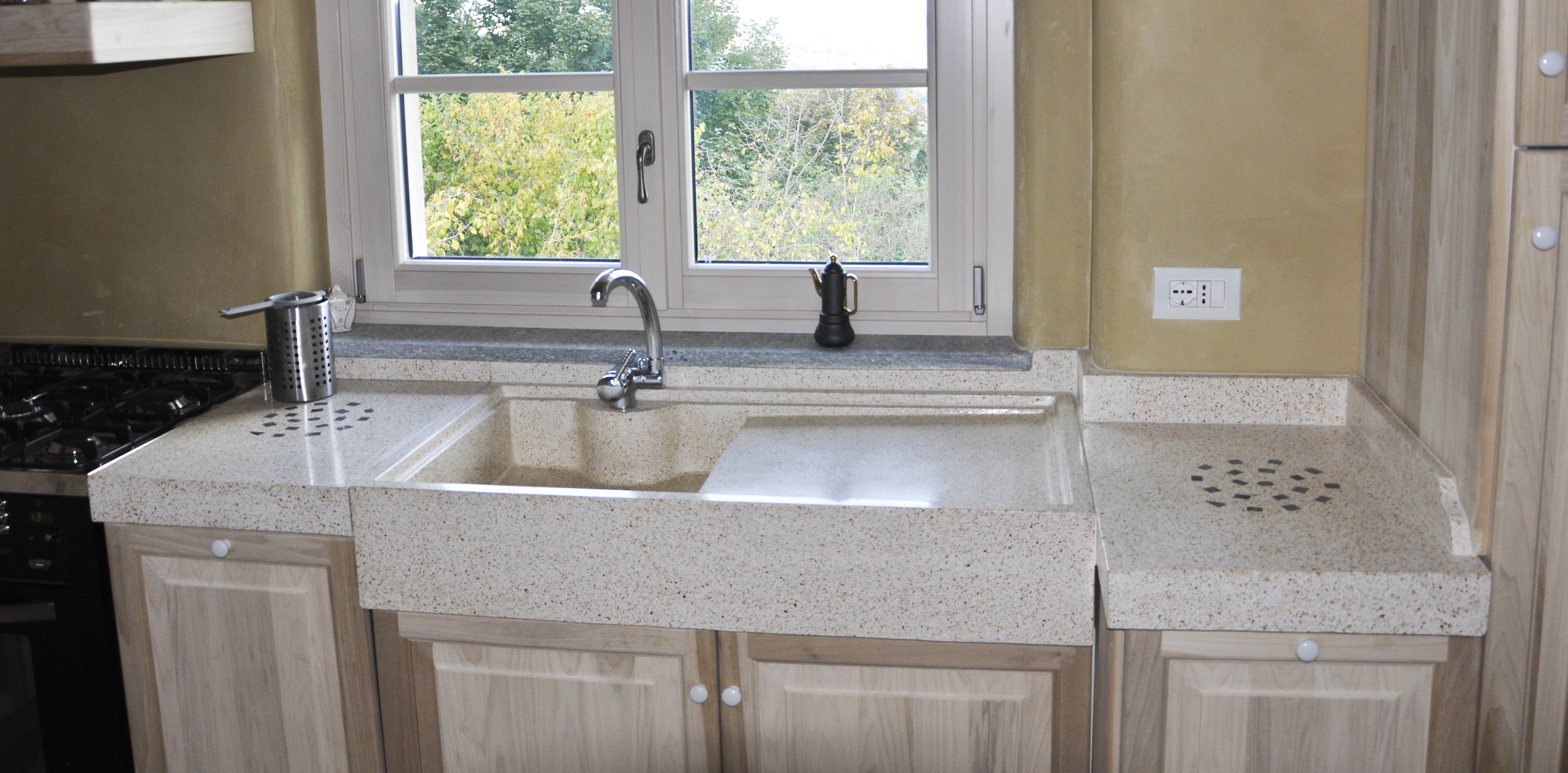 Lavello e piani cucina realizzati su misura