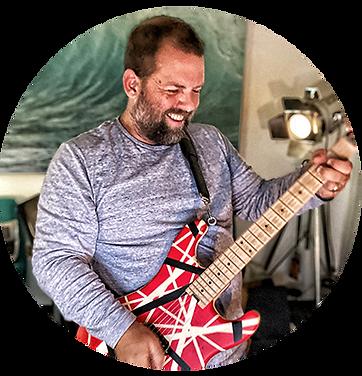 Tom Guitar.png