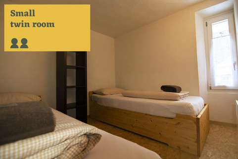 small twin room Sust Lodge Andermatt