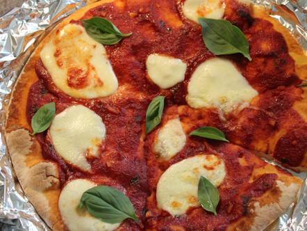Домашна #pizza с моцарела и босилек - Без глутен 🍕