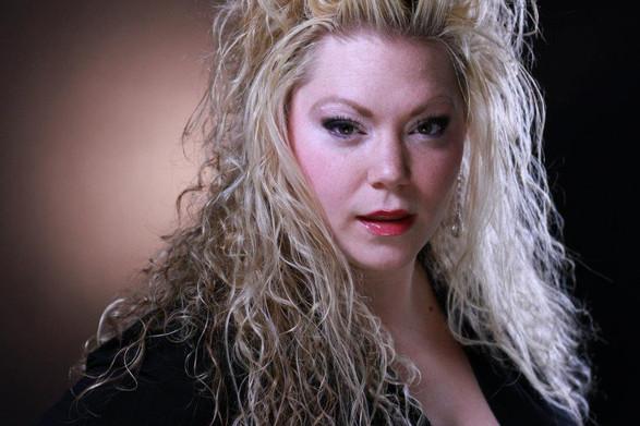 AMANDA ZORY, soprano