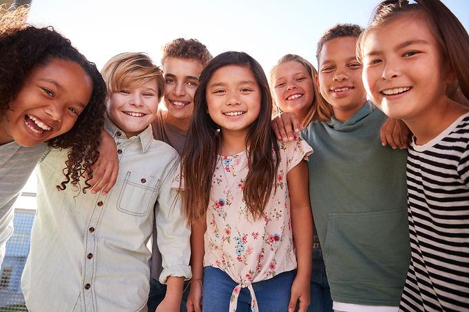 school-kids-hanging-out-during-break-smi