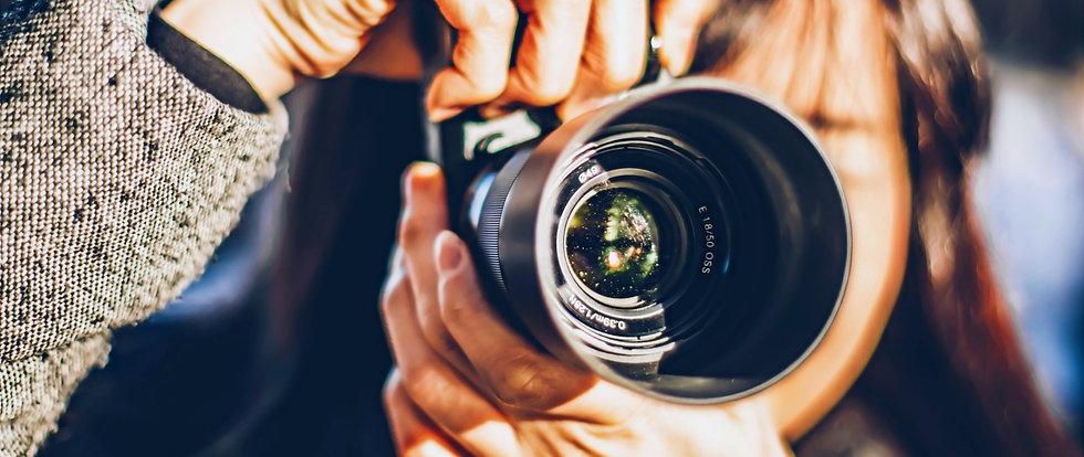 girl-holding-a-camera-RM8BVLP_edited_edi