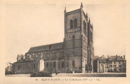 Cathédrale Saint-Pierre de Saint-Flour et place d'armes