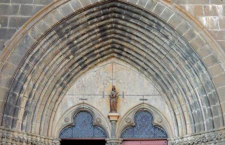 7-Villedieu_Eglise_détail_1_portail_Vier