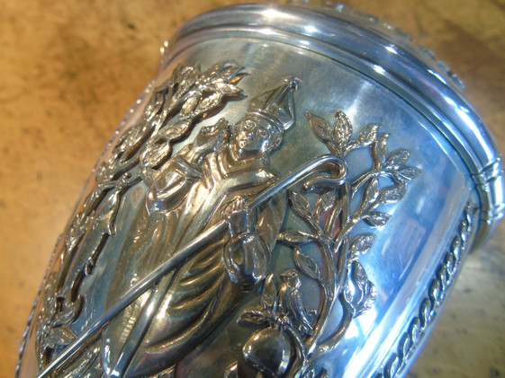 The crest of the Royal Faculty on the mace