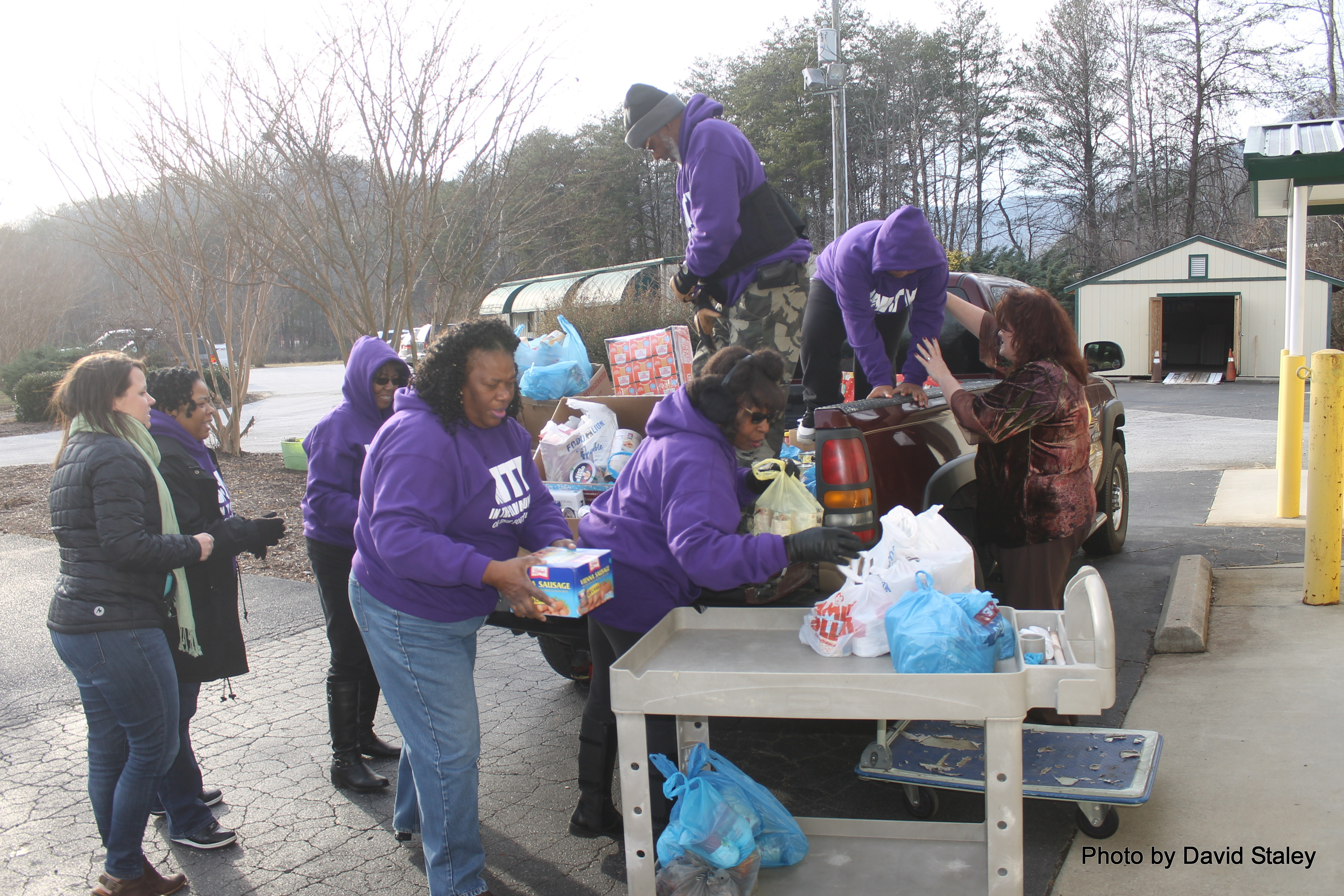 Members Unload donated Food