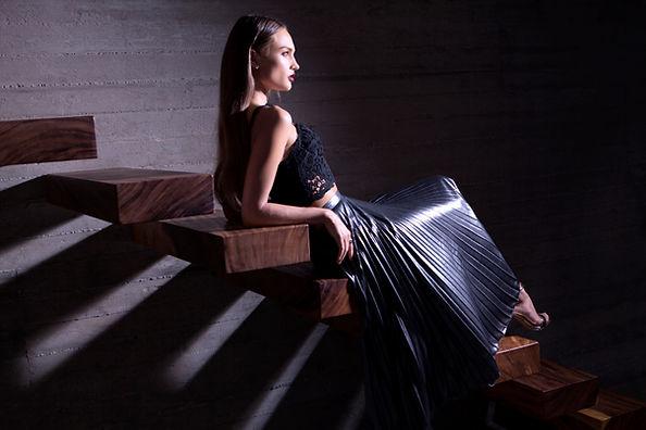 계단에 패션 모델