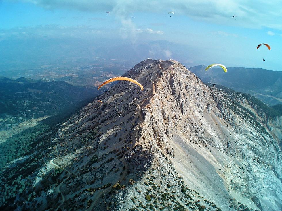 mountain-range-1219988.jpg