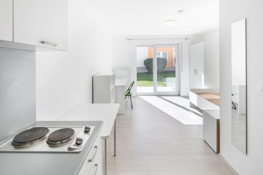 Wohnbereich und Küche im Students-Lake-House C