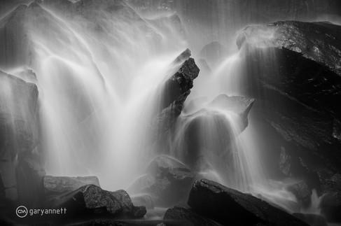 Waterfall-B&W-Kimberley-02.jpg