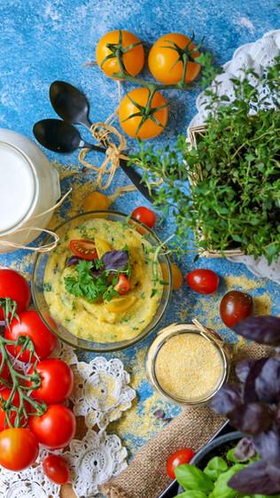 Aromatična palenta sa svježim začinskim biljem - Aromatic cornmeal mush with fresh herbs