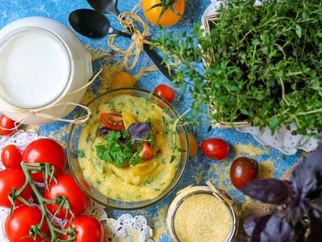Aromatic cornmeal mush with fresh herbs
