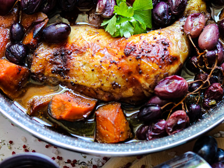 Baked chicken in red wine sauce