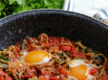 Špageti od tikvica s jajima - Zucchini noodles (zoodles) with eggs