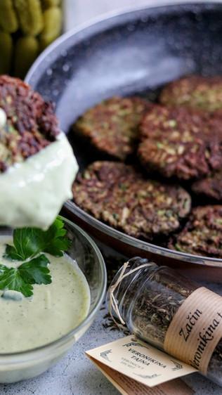 Kefirni umak s peršinom i češnjakom - Kefir dip with parsley and garlic