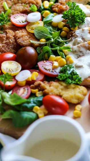 Pohana pileća prsa i kefirni umak - Fried chicken breasts and kefir sauce