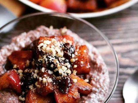 Kefir chia puding s glaziranim jabukama - Kefir chia pudding with glazed apples