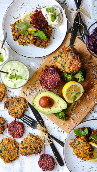 Popečci od povrća i kefirni umaci - Vegetable patties and kefir dips