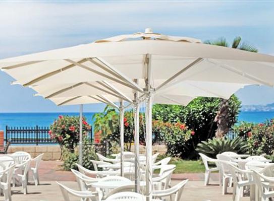 Sansa PARASOL SILVER: El parasol silver está diseñado para su utilización en medidas máximas de 3x3 mts.   Con mástil de 50 mm dispone de accionamiento por doble polea