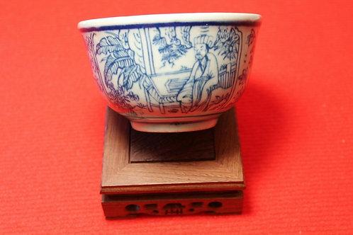 Porcelaine Chinoise bol à décor de personnages et de fleurs dynastie Qing.