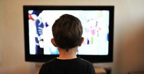 Czy warto planować TV w pokoju dziecka?  I... co ma do tego zasypianie?