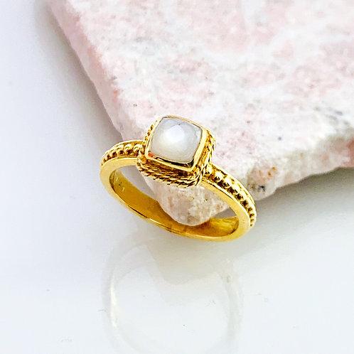 Ring Mondstein Gold