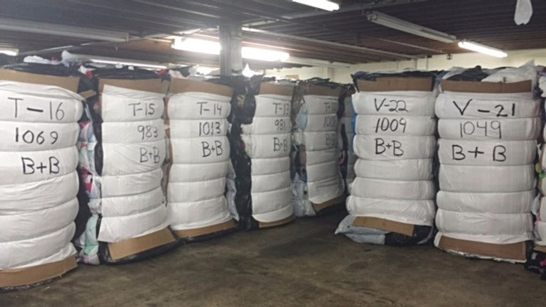 Buy clothes in bulk for resale--used second hand clothes bales