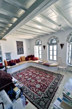 Kardiani house living room