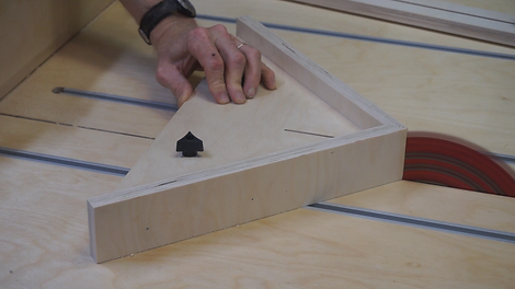 Miter jig for cross cut sled