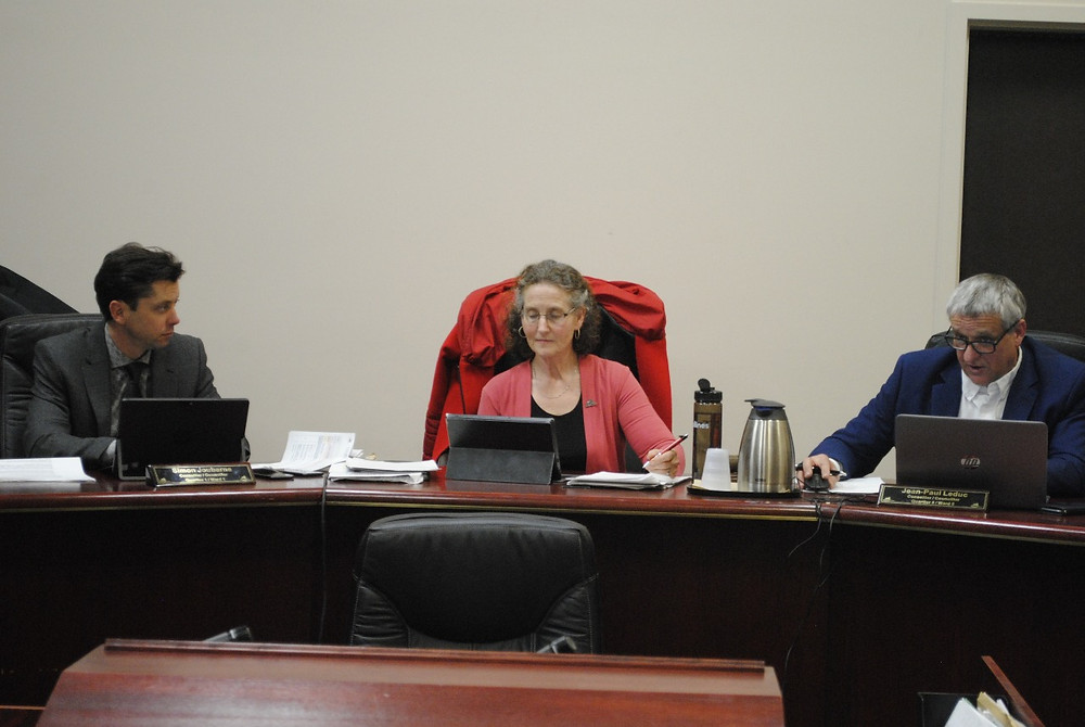 (From left) Chelsea Ward 1 councillor Simon Joubarne, Mayor Caryl Green, and Ward 5 councillor Jean-Paul Leduc at a council meeting in Chelsea earlier this year. Low Down file photo