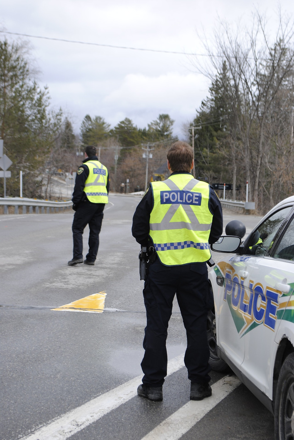 MRC des Collines Police enforcing the Gatineau Park closure in April. Starting this week, police will no longer stop drivers to ask them about their purpose of travel because the interregional travel restrictions in Quebec have been relaxed for now. Low Down file photo