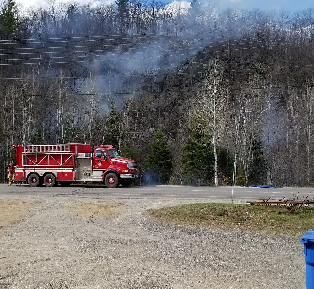 A fire that was started by a resident turned into a brush fire on the afternoon of May 3 near the intersection of Chemins Edelweiss and du Mont Caron in La Pêche. Photo courtesy Michael Kinghorn