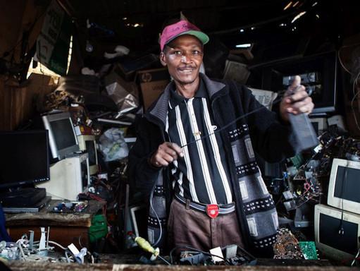 Comment les entrepreneurs africains gèrent le flux croissant de déchets électroniques ?