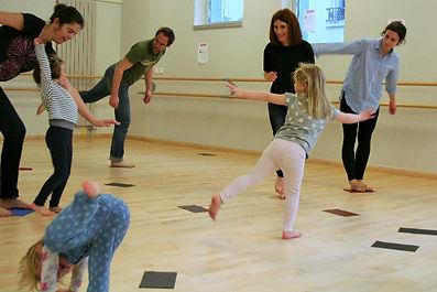 Danse de création atelier parents enfants parents-enfants Petit Pois