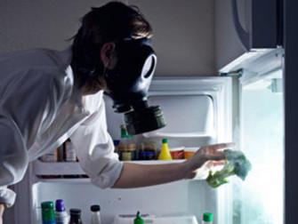 Как убрать неприятный запах в холодильнике?