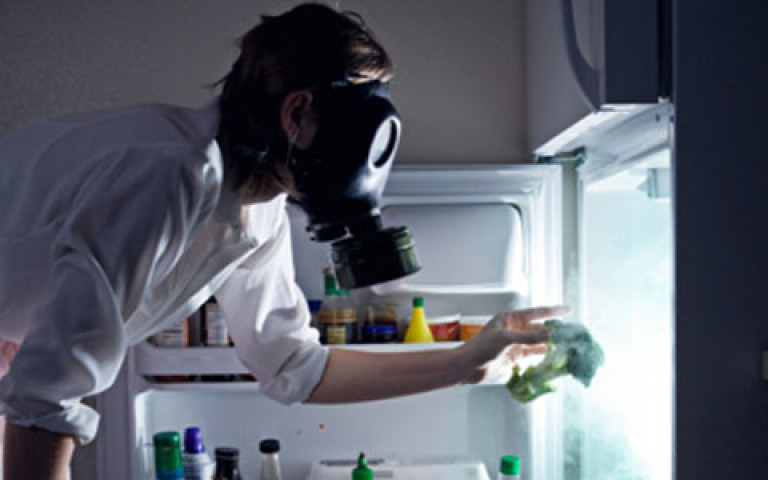 неприятные запахи в холодильнике