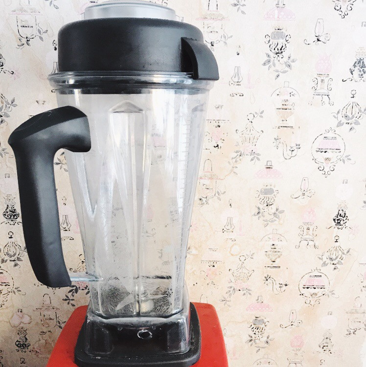 How to clean a blender