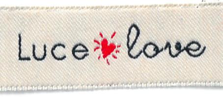 LUCE LOVE, un viaggio nei dettagli a puntate: Etichetta in cotone cimosata..