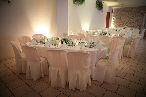 Table-mariage-blanc-vert-anis