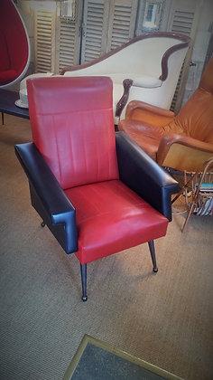 Fauteuil en skaï rouge et noir années 50