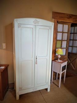petite armoire parisienne peinte vintage