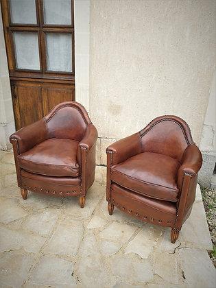 Paire de fauteuils club en cuir époque Art Déco
